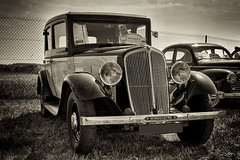 Renault monaquatre 8 (spia) (shoube) Tags: canon noir voiture nb renault 1855mm lorraine blanc vosges ancienne aroport mirecourt 50d juvaincourt monaquatre