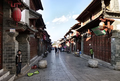 492 Yunnan - Tonghai (farfalleetrincee) Tags: china travel people house tourism asia adventure guide yunnan streetview urbanlandscape  tonghai
