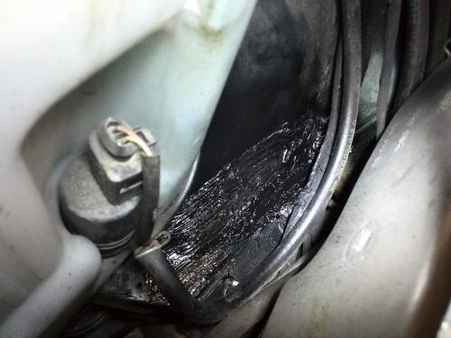 Roestschade achter de linker koplamp