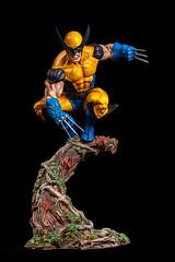 Wolverine con garras (dsc828) Tags: wolverine figura lobezno strobist pintadoamano