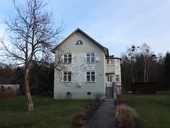 1930 Brieselang Wohnhaus Am Wald 62 in 14656 (Bergfels) Tags: 1930 wohnhaus efh beschriftet weimarerrepublik brieselang 1930er amwald satteldach 14656 bergfels bauschmuck 2et 20jh architekturführer