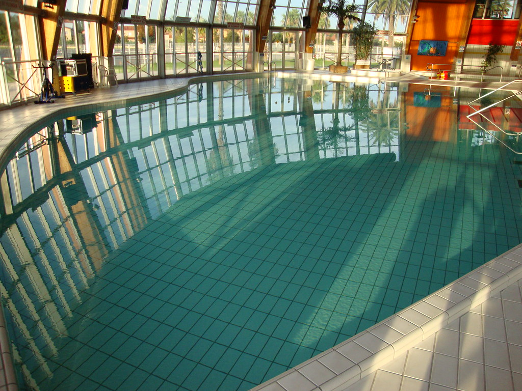 The world 39 s best photos of centre and pataugeoire flickr for Champerret piscine
