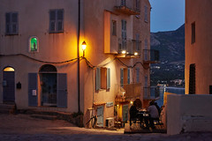 Evening in Calvi/Corse - Abends in der Zitadelle (macplatti) Tags: street blue france yellow restaurant evening abend corse calvi streetphotography gelb bluehour soiree blau soir fra sera strassenlaterne streetlantern mediterranian korsika