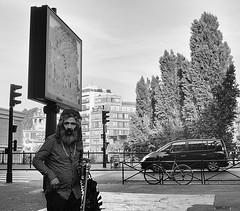 DSCF1560 copie (sergedignazio) Tags: france paris street photography photographie rue fuji x100s homme