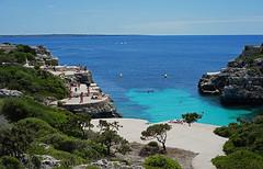 Cala en Brut   Menorca (gerhardschorsch) Tags: cala sony zeiss za 55mm ilce7r menorca spanien meer sommer
