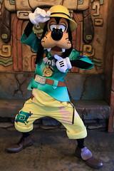 Goofy (sidonald) Tags: tokyo disney tokyodisneysea tds tokyodisneyresort tdr goofy greeting