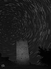 Noche estrellada (:) vicky) Tags: estrellas circumpolar teruel torre flickrvicky flickr vicky vickyepla visionario o