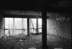 suite for clochard (Luca Scarpa) Tags: berlino berlin decay abandoned architettura architecture building film bn bw blackandwhite biancoenero