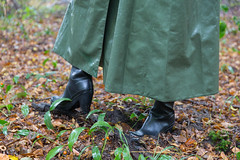 5DA07429_Gummimantel_gruen_kl (helani44) Tags: gummimantel gummistielel outdoor gummicape gummhandschuhe regenmantel gummihut regenhut