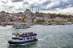 Estambul... (Leo ) Tags: barcos embarcacin mar ciudad mezquita cielo nubes estambul turqua
