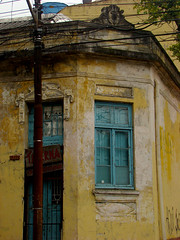 Taberna (Gijlmar) Tags: brasil brazil brasilien brsil brasile brazili portoalegre  riograndedosul amricadosul amricadelsur southamerica amriquedusud urban city janela venster finestra okno fenster window ventana fentre ablak  porta deur dvee tr door puerta porte drzwi