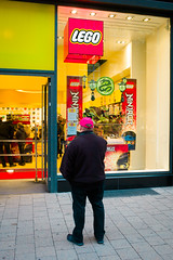 Lego (gwpics) Tags: man hamburg shopping lego people germany streetphotography upright store clothes male men person socialcomment socialdocumentary society straenfotograpfie vertical lifestyle streetpics