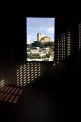 Mirando el mirador (Juan J. Mrquez (de vuelta a la batalla)) Tags: granada color sancristobal albaicin marco ventana palacio palaciodedaralhorra islam convivencia nazari