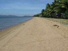 "Quand on vous parle de plage déserte ! <a style=""margin-left:10px; font-size:0.8em;"" href=""http://www.flickr.com/photos/83080376@N03/16077632391/"" target=""_blank"">@flickr</a>"