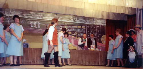 1994 Dick Whittington 37 (from left Gill Travis, Sue Hewerdine in brown, Ann Brothers, Ken Fielding, cat Kathy Allan, far right Roy Ritchie)