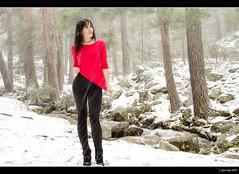Marta - Paseo invernal - 10/10 (Pogdorica) Tags: snow rio retrato nieve nevada modelo explore marta sesion frio barranca arroyo fresa navacerrada posado
