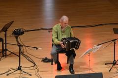 Maestro en Buenos Aires (Carlos E. Mendoza) Tags: music argentina buenosaires nikon tango msica d7100