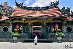 Lungshan Temple of Manka, Taipei, Taiwan (  ) (_Kuan) Tags: temple taiwan nun historical taipei      lungshan  manka