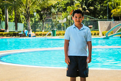 Piscinada (DaFT95) Tags: higuerote nio boy kid pequeo little smile pose sonrisa joven young generacion nueva pool piscina piscinada lights shadows sombras luces colors nature naturaleza colores color summer vacaciones 2016 agosto retrato portrait human humano people gente personas outside exteriores difruta enjoy happy times tiempos felices fun funny diversion divertido children chico infancia verde green blue black white blanco y negro bw palmeras plantas cesped flores flowers love live vive ama amor