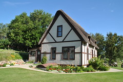 Shakespeare Gardens (Elizabeth Almlie) Tags: shakespearegardens wessingtonsprings southdakota cottage thatchroof