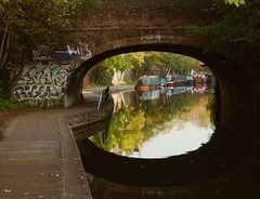 (DeepSane) Tags: london regentscanaltowpath boats narrowboats reflections bridge