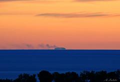 Stasera il cielo  cos terso..dal Cilento si vede Stromboli! (Thanks EXPLORE) (A.Baldi) Tags: mare cielo colori stromboli cilento