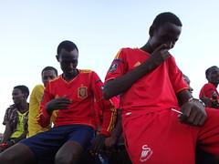 Kenia. Loyangalani. El equipo de fútbol local regresa de ganar en North Horr (escandio) Tags: 4 kenia 2014 loyangalani viajealturkana