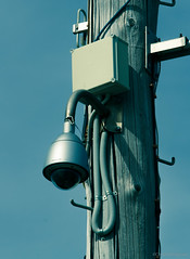 Safety chain on high CCTV (Chris Hacking) Tags: newzealand nz napier ziptie aoteroa safetychain cctvpole