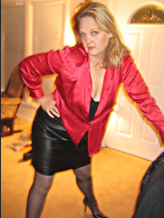 Wore This Leather Miniskirt to a Concert (Leather Girl Jasmine1) Tags: leather skirt miniskirt leatherskirt leder cuir latex babe blonde milf cougar sexyhighheels legs sexylegs leatherass