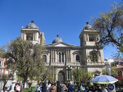 """La Paz: la Cathédrale Métropolitaine et la Plaza Murillo <a style=""""margin-left:10px; font-size:0.8em;"""" href=""""http://www.flickr.com/photos/127723101@N04/27986266463/"""" target=""""_blank"""">@flickr</a>"""