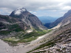 Pizzo d'Intermesoli and the Val Maone (markhorrell) Tags: italy walking abruzzo gransasso apennines pizzocefalone