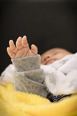 Mo do beb (Jonathan Johnny) Tags: baby macro hand beb mo recmnascido