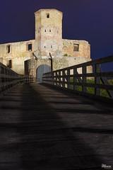 _DSC3714_n (fototaza) Tags: castle night ruins bishops tower defense poland polska siewierz zamek