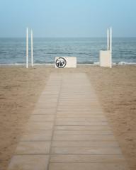 Nostalgia (Lo Zatto) Tags: nikond600 mare sea spiaggia beach sabbia sand costa shoreline passerella catwalk onde waves mareadriatico marinadiravenna hanabi autunno autumn