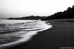 L onda Imperfetta (Fabio75Photo) Tags: mare onda schiuma sabbia sfocato
