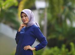 Senyum deh (a.k.a Rujakandroid.) Tags: women bokeh outdoor hijab