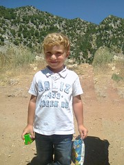 Karl en excursion. (Gilbert-Nol Sfeir Mont-Liban) Tags: montliban liban garon garons boy boys kid kids blond excursion nature mountlebanon lebanon enfant enfants blueeyes yeuxbleus