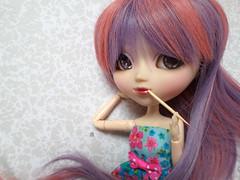 Apprentie styliste (AikyaDolls) Tags: miyuki pullip poupe doll groove bonita limited japanese japon fashion mode style stylist pink purple obitsu obitsued wig rewigged rechipped eyes chips customised custo customise aikya aikydolls violet rose fleur flower pencil
