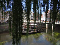 Lneburg (anders.l1) Tags: baum tree boat boot trauerweide weeping willow flus river