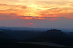 Sonnenuntergang ber Knigstein (isajachevalier) Tags: papststein knigstein schsischeschweiz elbsandsteingebirge sonnenuntergang landschaft natur sachsen panasonicdmcfz150