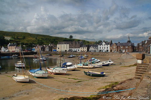 "Stonehaven - Harbour - Low Tide • <a style=""font-size:0.8em;"" href=""http://www.flickr.com/photos/26679841@N00/15400804033/"" target=""_blank"">View on Flickr</a>"