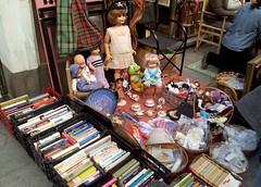 Rastro 9 (ciudad imaginaria) Tags: madrid rastro books book muñecas libros