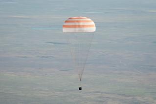 Soyuz_TMA-20_capsule_descends_toward_landing