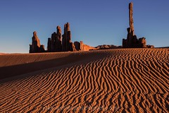 Totem Pole at Sunset (Sophie Carr Photography) Tags: sunset arizona usa sand butte roadtrip totempole ripples geology navajo monumentvalley sanddune goldenhour