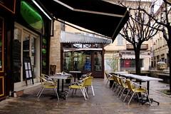 il pleut encore (obmm) Tags: france caf shop canon terrasse pluie powershot paca boutique provence vitrine vaucluse g12 carpentras comtatvenaissin terrassedecaf