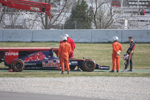 Max Verstappen looks at his Toro Rosso in Formula One Winter Testing, March 2015