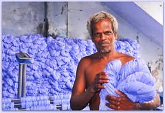 teinture du coton / cotton dyeing (www.nathalie-chatelain-images.ch) Tags: india man nikon factory coton cotton dyeing homme inde fabrique teinture