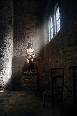 Unterkirche (thomas druyen) Tags: nikon europa fenster kunst jesus kirche d750 sonnenstrahlen belgien brgge doppelkirche unterkirche sakral lichteinfall heiligblutbasilika