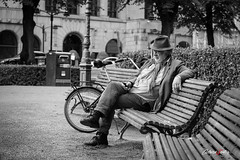 Esperando (adrivallekas) Tags: blackandwhite bw blancoynegro byn bn people gente person society bench natural helsinki finlandia finland canon canoneos6d canon6d man esperando waiting esplanadipark bike mobile movil trip travel
