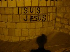 schon wieder Gott? (Hel*n) Tags: shadow streetart graffiti jesus croatia schatten dubrovnik hrvatska kroatien isus